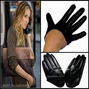 Guantes glamour Sex and the city 1.63 € (Gtos de envío incluidos) en lugar de 78 €